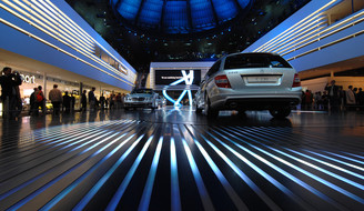 The Carwalk was the center piece of the festhalle at IAA07